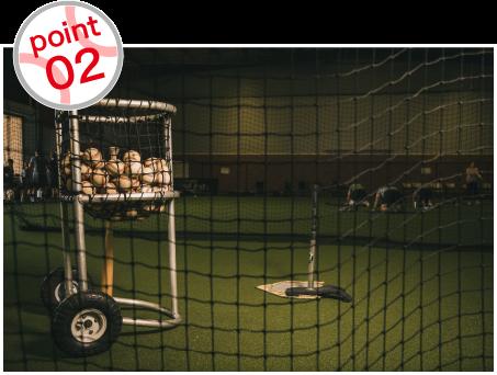 専用のグラウンドや雨の日でも練習可能な室内練習場なども完備