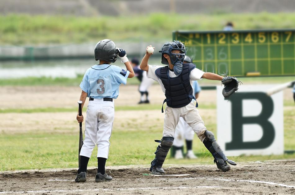 小学生から高校生を対象とした野球教室を運営しています